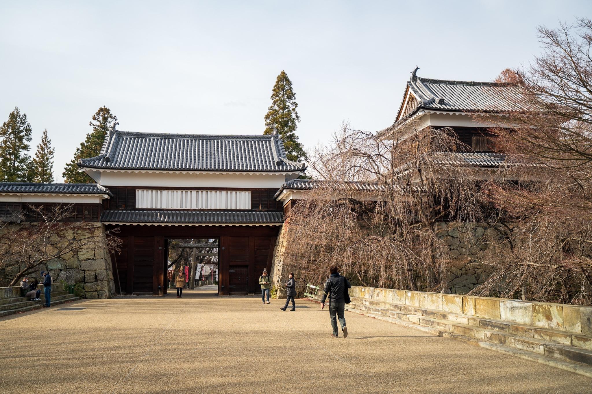 平成6年(1994)には東虎口櫓門が復元されました。