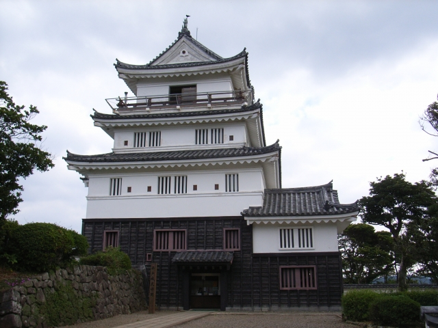 長崎県『平戸城』を120%楽しむ観光ガイド(写真スポット・アクセス・スタンプ・駐車場)を徹底紹介