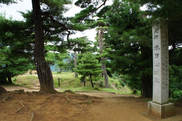 新潟県『春日山城』を超満喫する観光ガイド(住所・写真スポット・御城印・駐車場)を徹底紹介